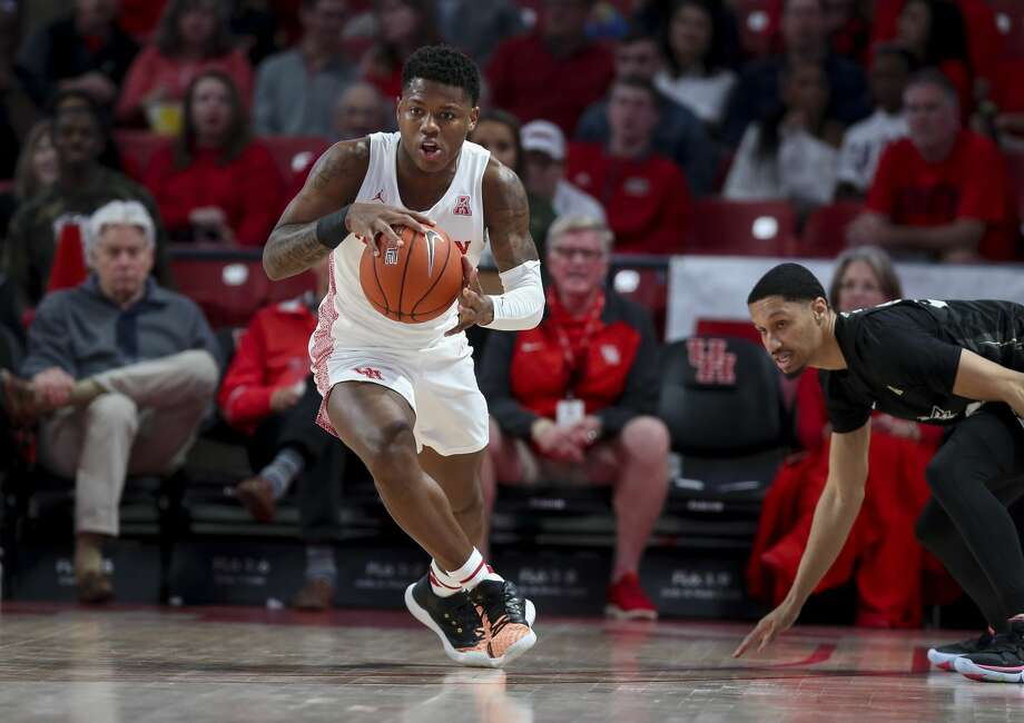 Marcus Sasser led the Cougars with 17 points in Saturday's loss to Cincinnati. Photo: Godofredo A Vásquez/Staff Photographer