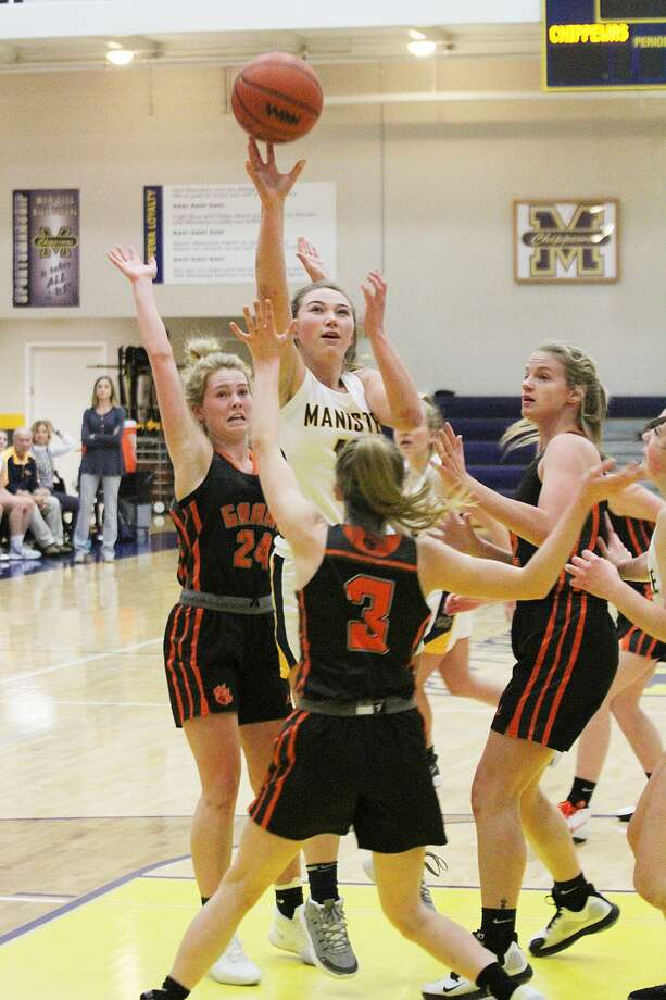 Manistee's Logan Wayward goes up for a shot in the paint Friday during the Chippewas' victory over Grant. Photo: Dylan Savela/News Advocate