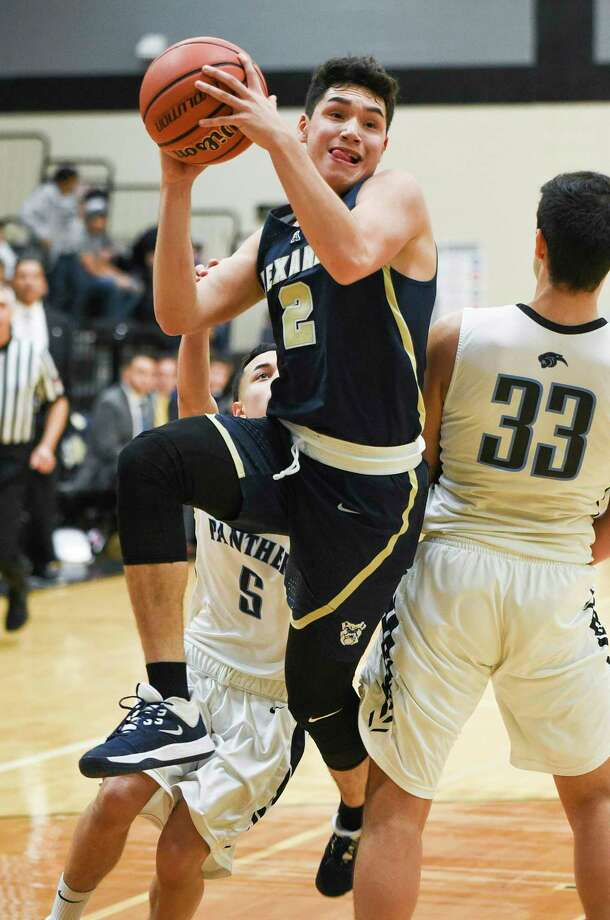 Alexander High School Bobby Torres goes for a layup during a game against United South High School, Friday, Jan. 03, 2019, at United South High School. Photo: Danny Zaragoza, Staff Photographer / Laredo Morning Times