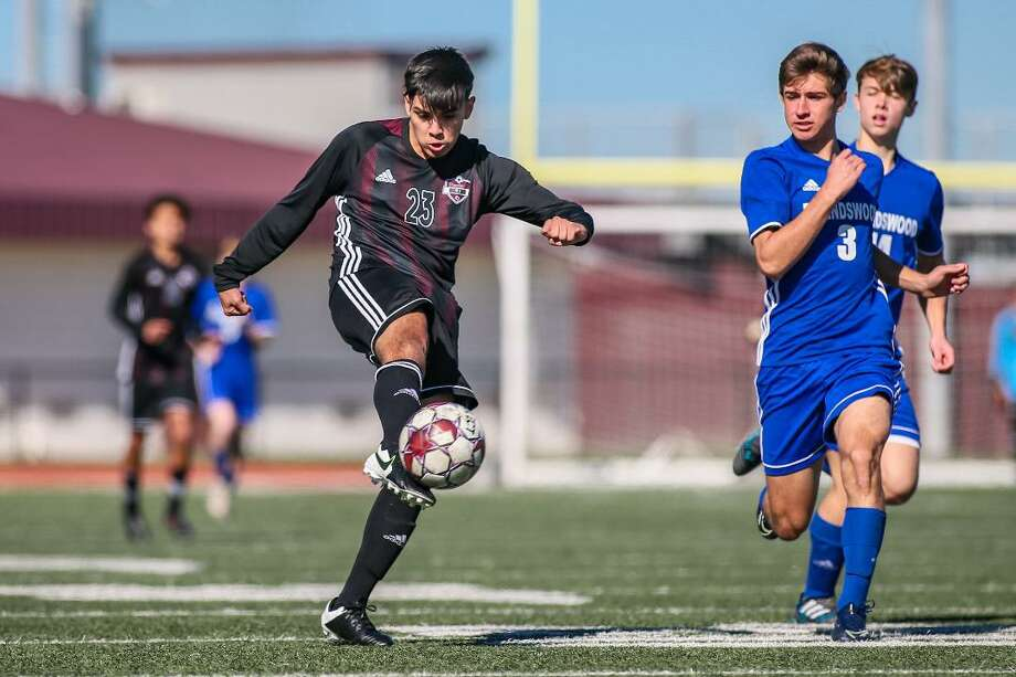 Pearland's Angel Arredondo scores against Friendswood in a preseason soccer match at The Rig. Photo: Hendricks Rockography