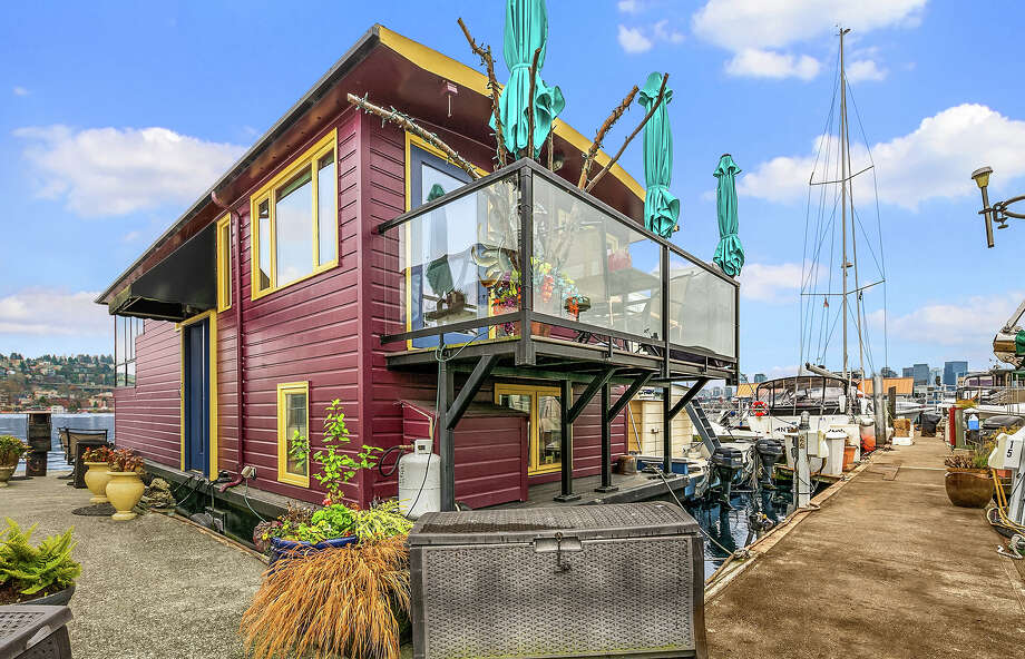 Artistic and fun, this Westlake floating home asks $750K Photo: Candi Kintzley/Clarity NW