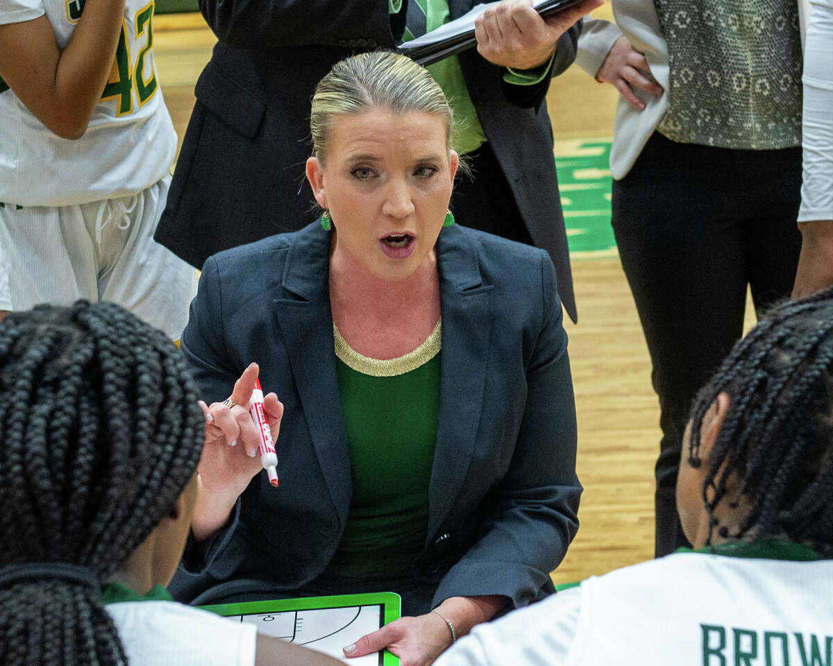 Siena College womens basketball head coach Ali Jaques talks to her team during a game against Quinnipiac University at the Siena College Alumni Recreation Center in Colonie, NY on Saturday, Jan. 4, 2020 (Jim Franco/Special to the Times Union.)