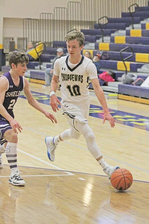 Manistee's Will Elbers scored 23 points in the Chippewas' victory over Shelby on Saturday. Photo: Dylan Savela/News Advocate