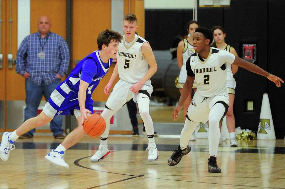 Fairfield Ludlowe, which has eight seniors in its rotation, won their first four games and should be an FCIAC contender. Photo: Christian Abraham / Hearst Connecticut Media / Connecticut Post
