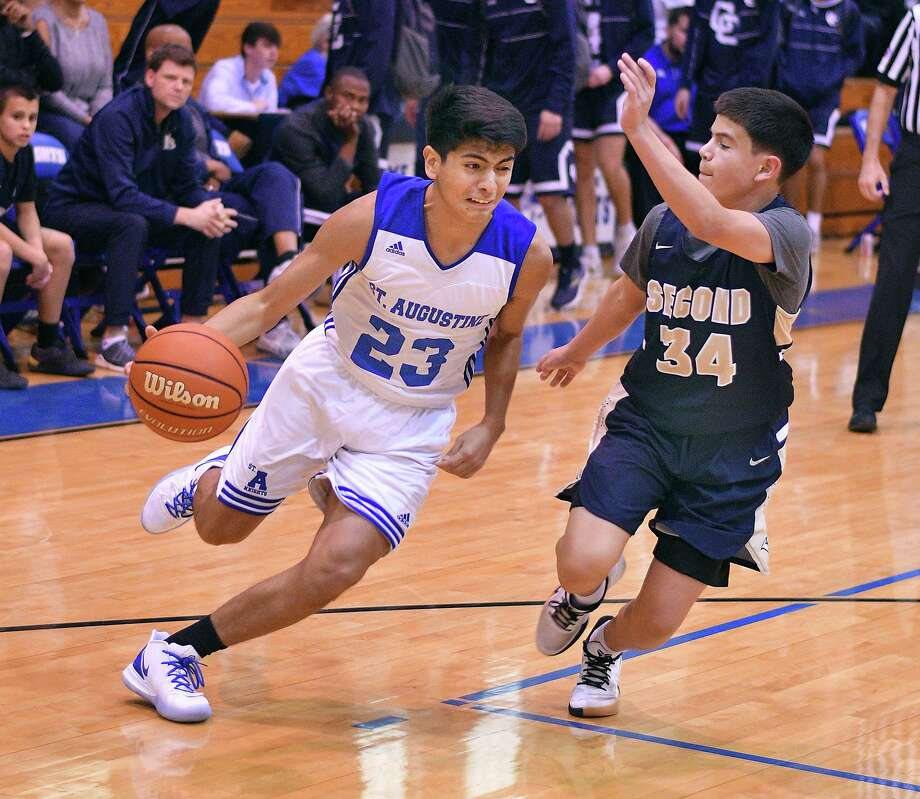 Edgar Frausto and the Knights open TAPPS District 6-5A action Wednesday at home against John Paul II. The Knights went 14-17 during non-district play. Photo: Cuate Santos / Laredo Morning Times File / Laredo Morning Times