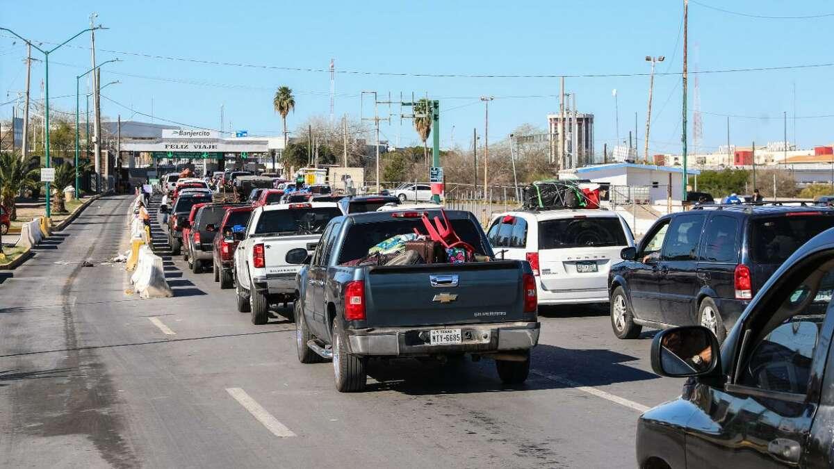 Más de 150.000 vehículos de connacionales cruzaron a Estados Unidos a través de Nuevo Laredo después de las fiestas decembrinas.