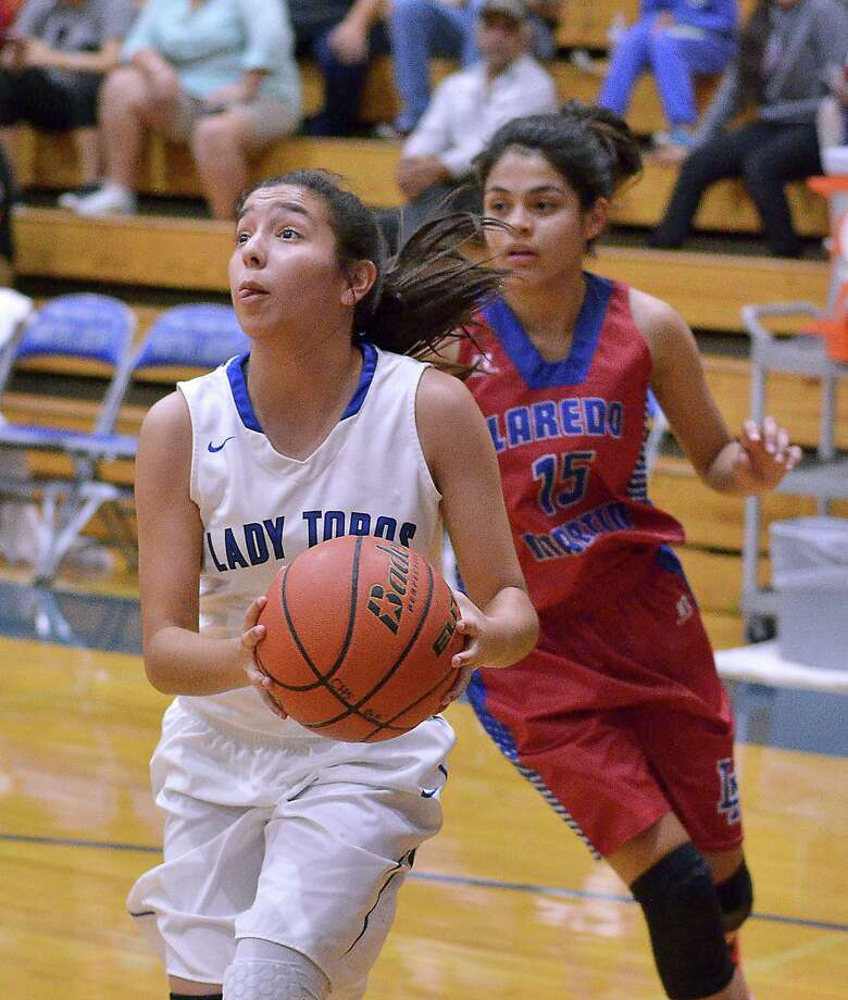 Angelina Mosqueda and Cigarroa host Martin at 7:30 p.m. Tuesday. Mosqueda is averaging 17.6 points through three district games. Photo: Cuate Santos /Laredo Morning Times File