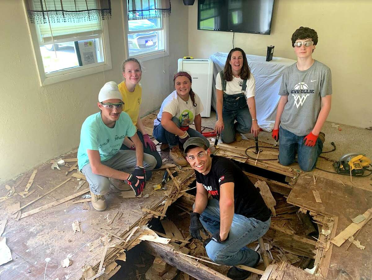A home-repair team from Jesse Lee ASP breaks through a floor due for replacement while volunteering last summer in Washington County, Tennessee: (clockwise from left) Jeevan Chana, Olivia Nazworth, Julia Palmiotto, Jenny Seal, Will Magee and Ramzey Prentiss. High-school students and adults interested in participating for the first time in Appalachia Service Project this summer can attend a no-obligation informational meeting on Thursday, Jan. 23, at 7:30 p.m. at Jesse Lee Memorial United Methodist Church. Get all the details at www.jesseleeasp.org.