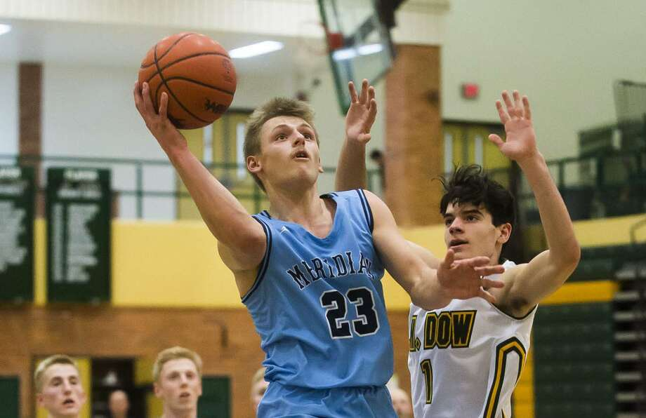 Meridian's Gage White takes it to the rack during Monday's game against Dow High. Photo: Katykildee/kildee@mdn.net