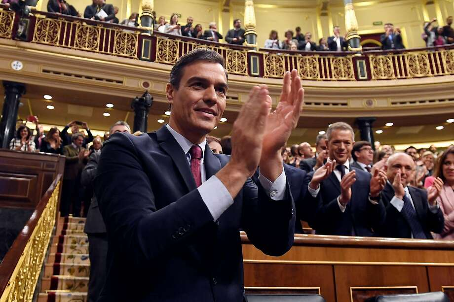 Socialist leader Pedro Sanchez applauds after winning a parliamentary vote by a razor-thin margin as prime minister for another term at the Spanish Congress in Madrid. Photo: Pierre-Philippe Marcou/ AFP Via Getty Images