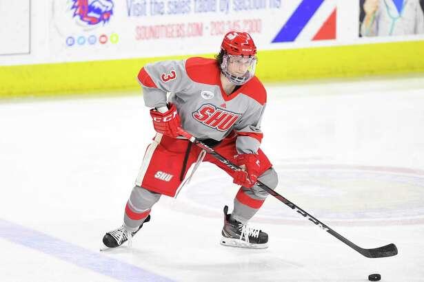 Hamden's Mike Lee is the leading scorer for Sacred Heart hockey team