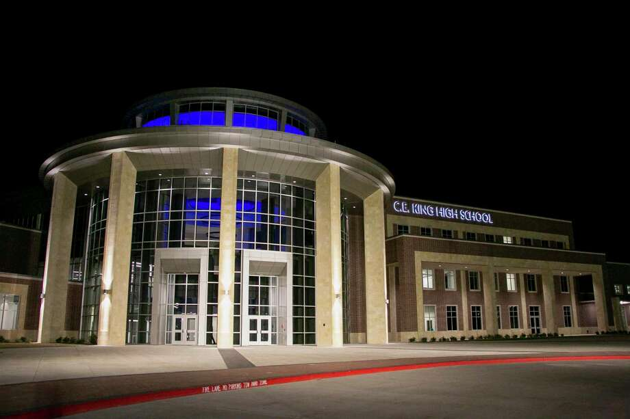 C.E. King High School held a ribbon cutting ceremony on Jan. 6 at 6:30 p.m. to offer the community an opportunity to view the 580,000 square-foot building made possible by the $285 million 2016 bond. Photo: Savannah Mehrtens/Staff Photo / Savannah Mehrtens/Staff Photo