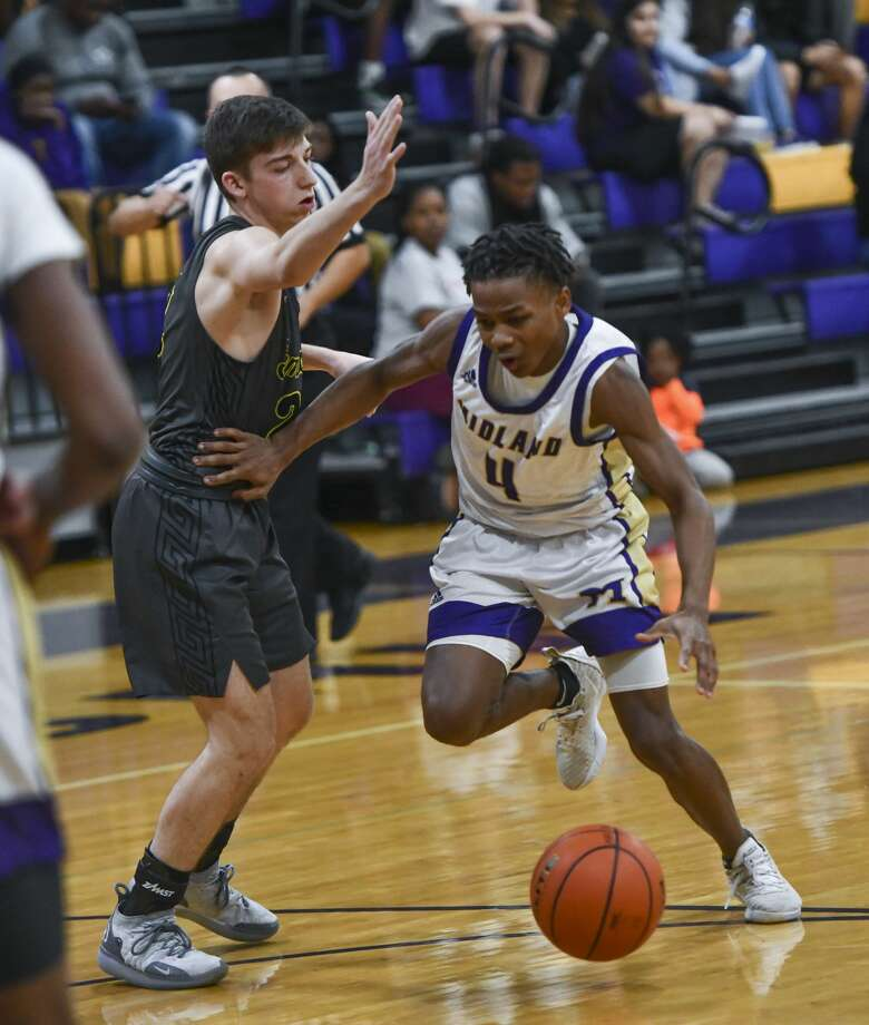 Midland High's Daiziqule Black drives the ball to the basket as Seminole's Kross Carter attempts to guard him Jan. 7, 2020 at Midland High. Jacy Lewis/Reporter-Telegram Photo: Jacy Lewis/Reporter-Telegram