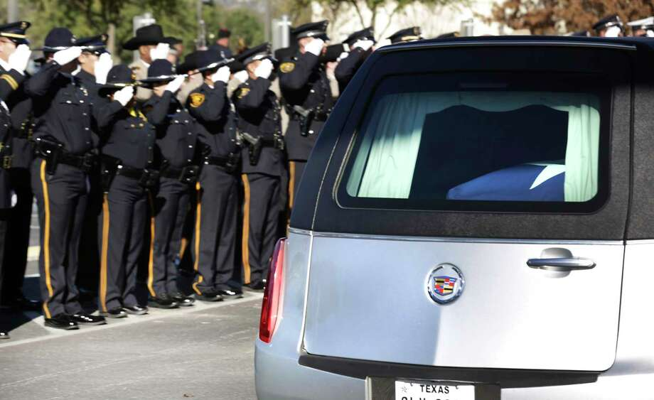 The hearse carrying the body of SAISD Detective Cliff Martinez arrives at Community Bible Church. A reader finds a life lesson in an analogy of the detective's death. Photo: Bob Owen /Staff Photographer / ©2020 San Antonio Express-News