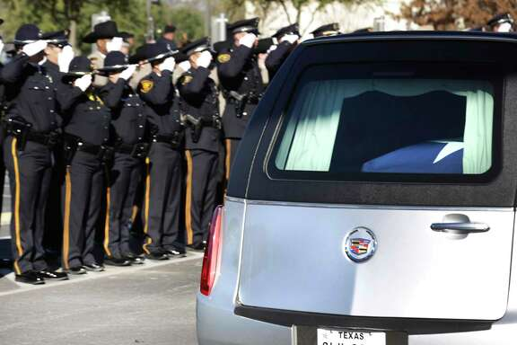 The hearse carrying the body of SAISD Detective Cliff Martinez arrives at Community Bible Church. A reader finds a life lesson in an analogy of the detective's death.