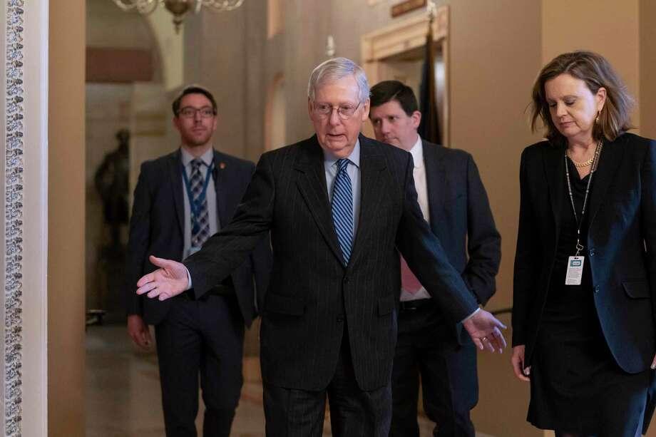 El líder de la mayoría en el Senado Mitch McConnell llega para una reunión privada con algunos republicanos en el Capitolio, Washington, el martes 7 de enero de 2020. Photo: J. Scott Applewhite /Associated Press / Copyright 2019 The Associated Press. All rights reserved