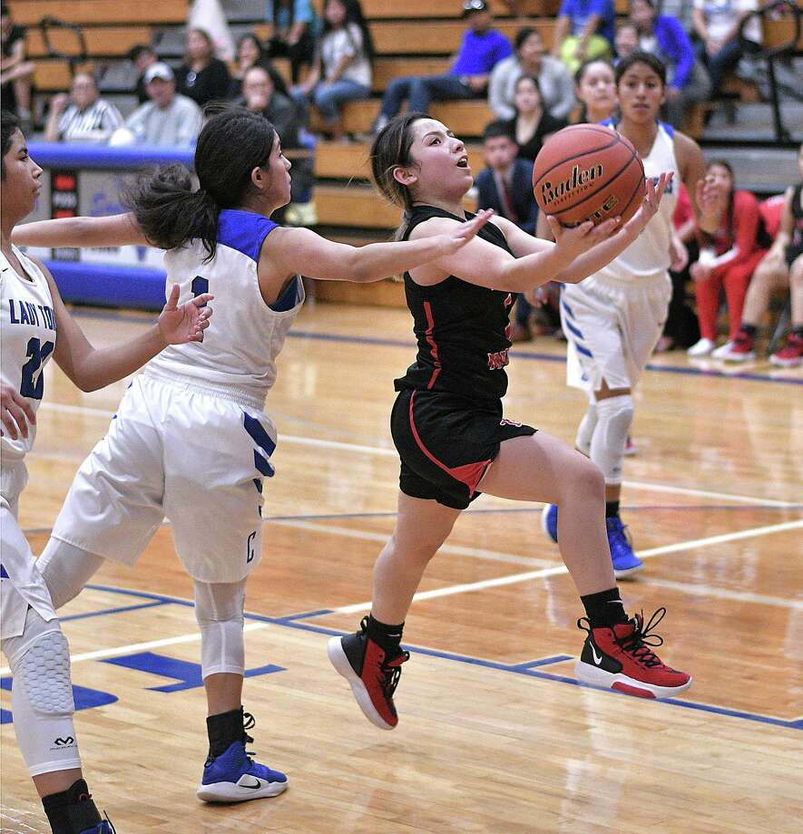 Nallely Cortez and the Lady Tigers defeated the Lady Toros Tuesday. Photo: Cuate Santos /Laredo Morning Times / Laredo Morning Times