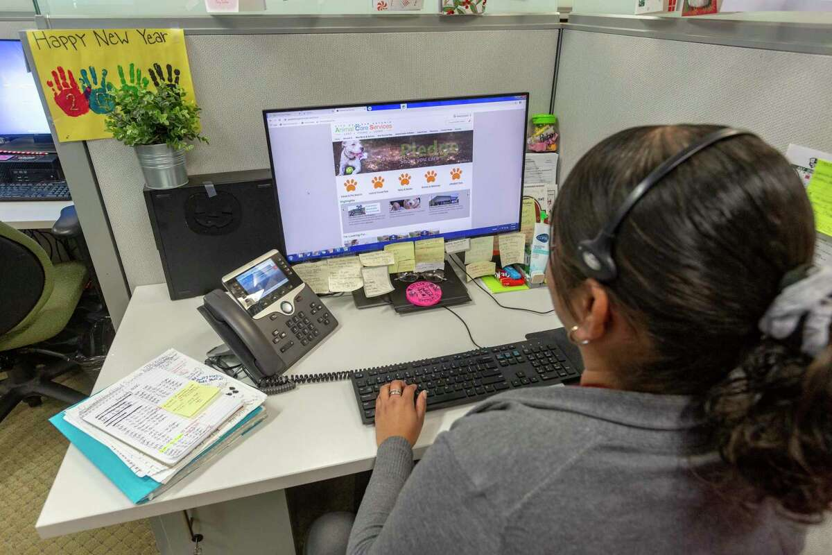 A San Antonio 311 call taker answers questions Tuesday, Jan. 7, 2020, for a customer from the service's South Side facility. In addition to the original 311 phone number, people can also report issues through the department's website and mobile application, 311SA.