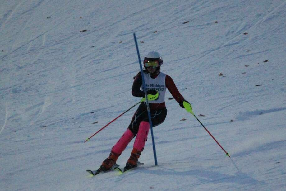 Anna Wolfe races downhill in the slalom. (Photo/Robert Myers) Photo: Robert Myers