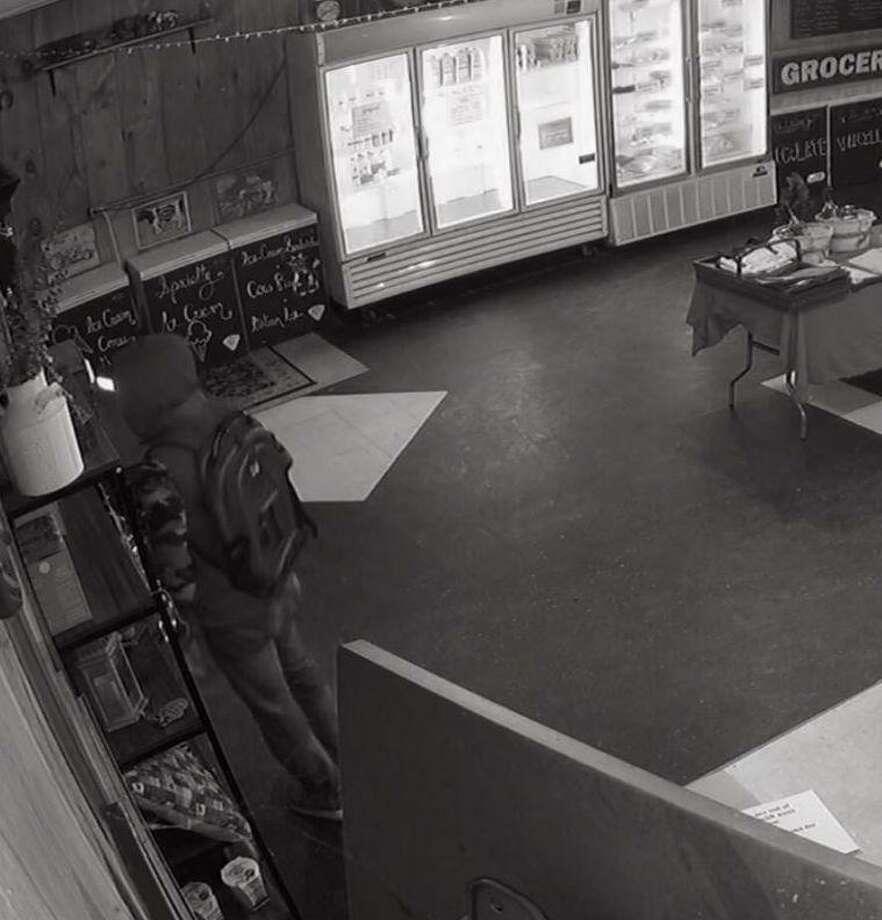 Footage from Kimberly Farm's security camera. Photo: Kimberly Farm / Facebook