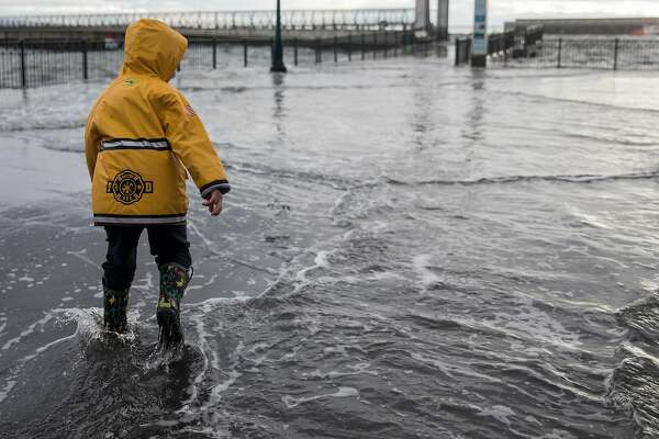 Friday's Bay Area king tides offer a hint of what rising sea ... on map of san francisco pier 15, map of fisherman's wharf pier 14, map of san francisco pier 28, map of san francisco pier 1, map of san francisco pier 39 area,