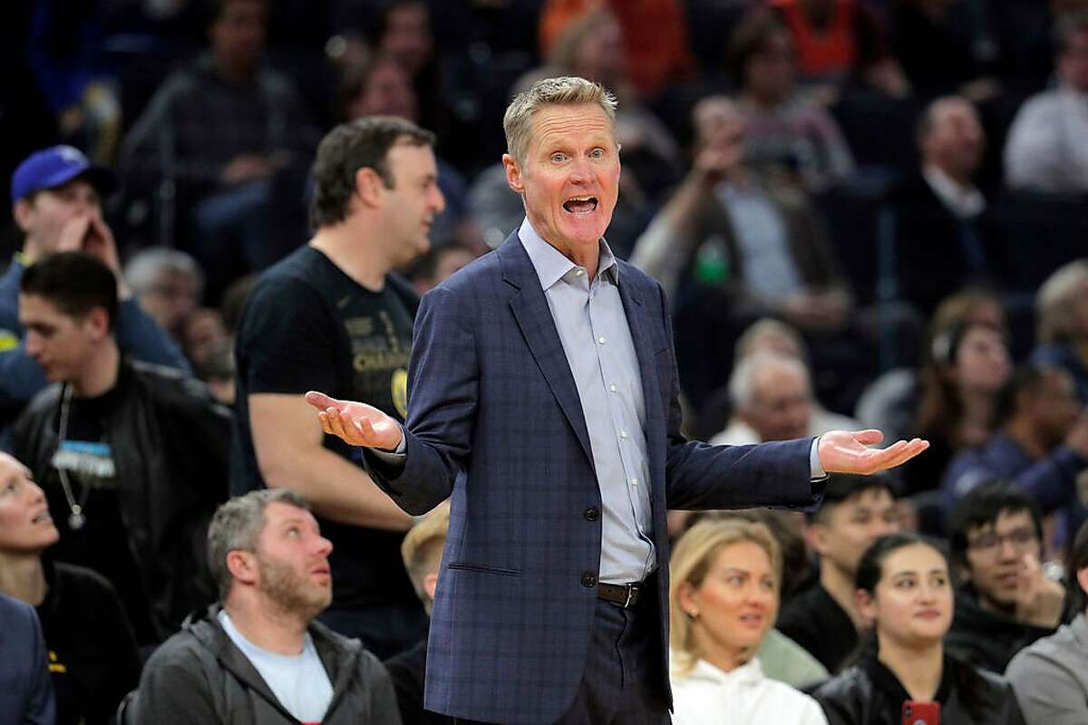 Steve Kerr has routinely gone without a tie during his time on the bench as the Warriors' head coach. Under new NBA guidelines, he may shed the jacket this season as well.
