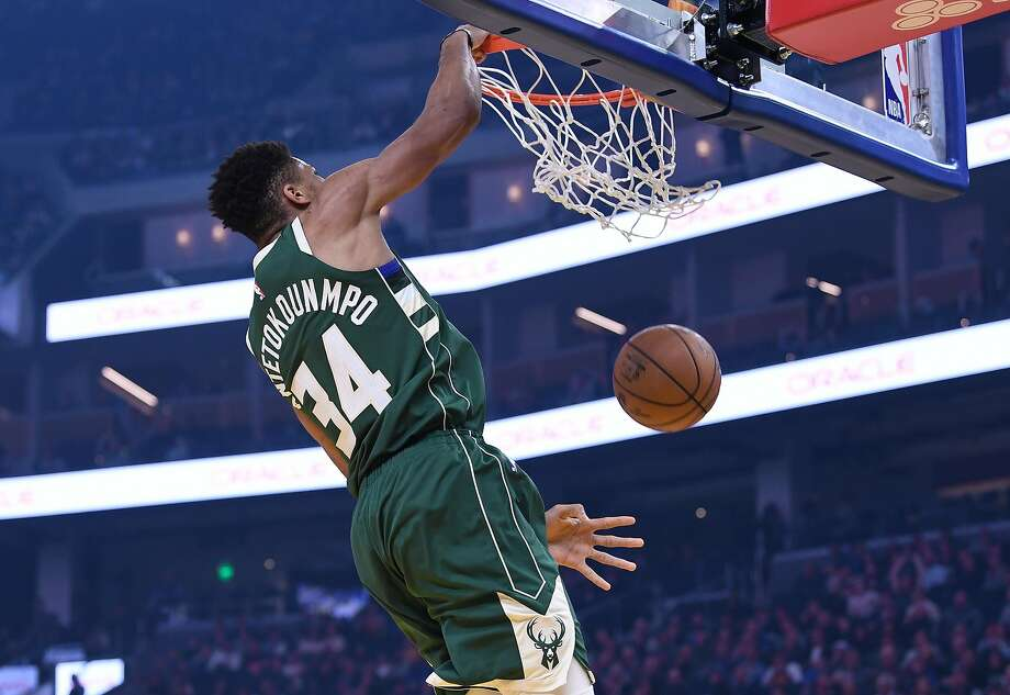 Giannis Antetokounmpo #34 of the Milwaukee Bucks slam dunks against the Golden State Warriors during the first half of an NBA basketball game at Chase Center on January 08, 2020 in San Francisco, California. Photo: Thearon W. Henderson, Getty Images