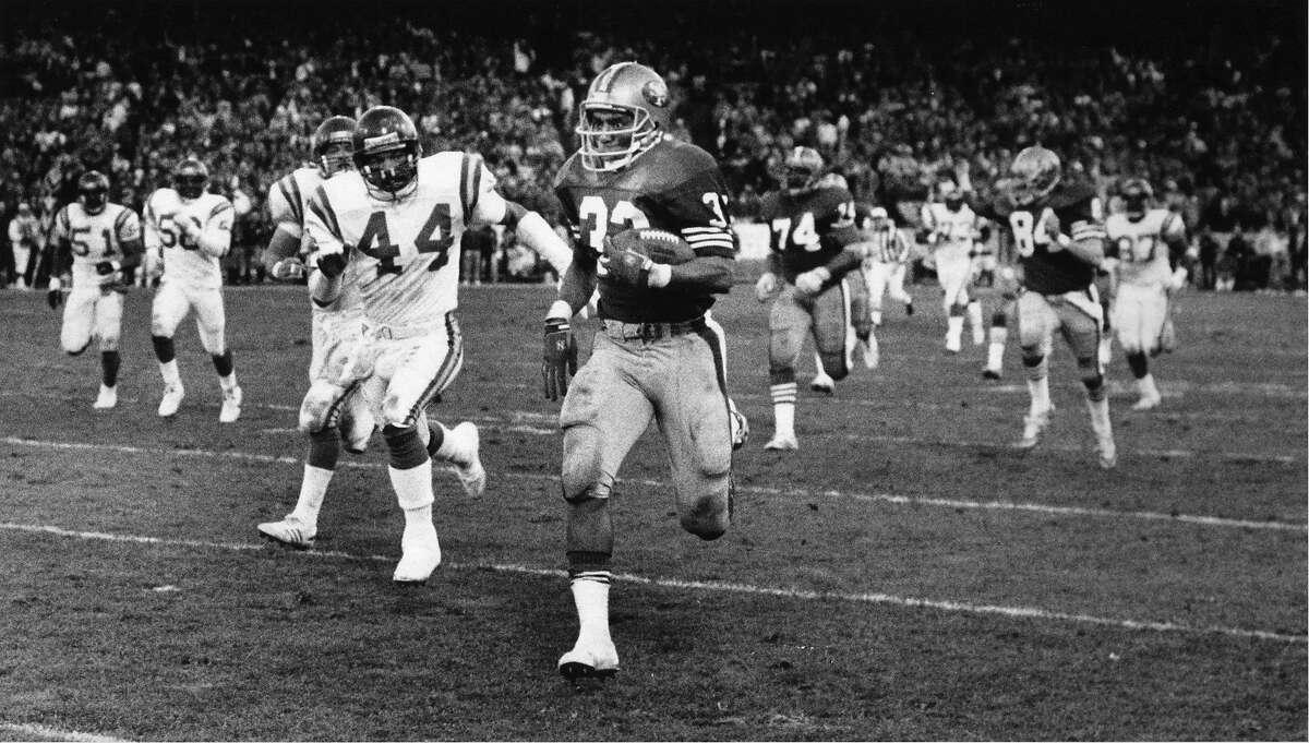 CRAIG-01JAN1989-LARSON - Roger Craig runs for TD in 49th Quarter, of 49ers Vs Minnesota Vikings - Playoff Game, on Jan. 1, 1989, at Candlestick Park, San Francisco. Photo by Fred Larson