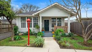 Houston (East End Revitalized):     412 Linwood       List   price : $295,000 /    Sq. Ft. : 1,254      Open   house : Saturday, Jan. 11; 12 to 2 p.m.