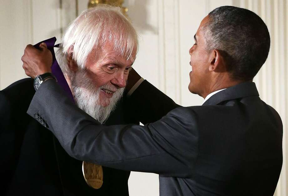 John Baldessari receives the National Medal of Arts from President Barack Obama in 2015. Baldessari was honored for his contributions as a visual artist. Photo: Alex Wong / Getty Images 2015