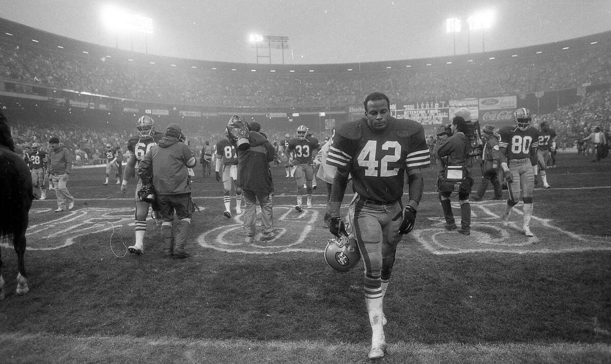 The San Francisco 49ers are upset by the MinnesotaVikings in the playoffs, January 9, 1988