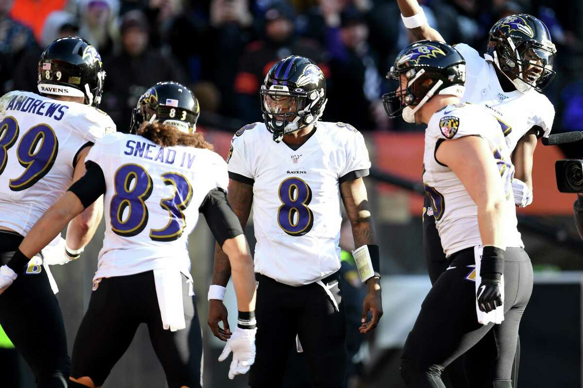 Tennessee plus-9 at Baltimore Ravens 31-24