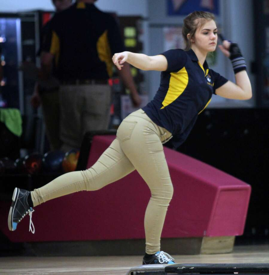 The Cass City boys and girls bowling teams defeated North Huron on Thursday, Jan. 10 at Longshot Lanes. Photo: Eric Rutter/Huron Daily Tribune