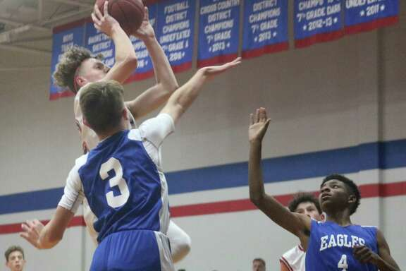 For the third time this basketball season, out-of-town junior high teams will invade the Pasadena and Deer Park ISD gyms for the 15th annual San Jacinto Invitational. The 8B and 7B teams now have the spotlight.