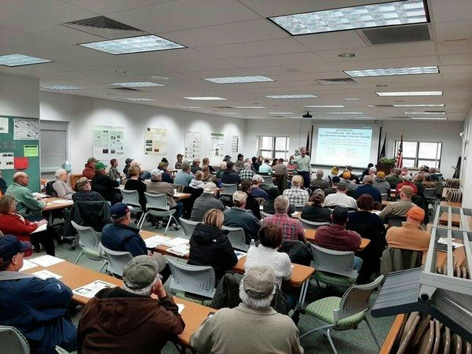 A large crowd gathers for a farm bill meeting. (MSUE/Courtesy Photo)