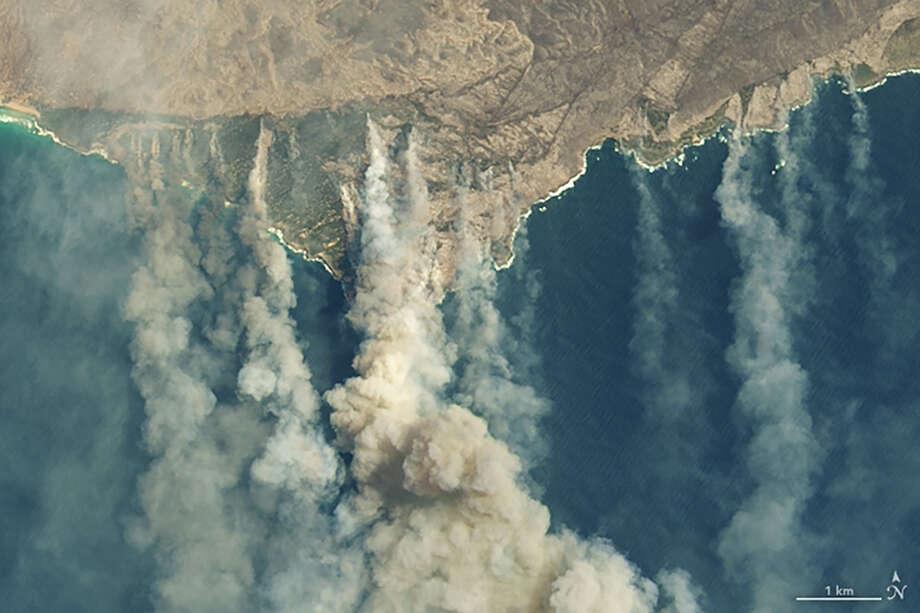 Burned land and thick smoke over Kangaroo Island, Australia, January 9, 2020. Photo: NASA Earth Observatory Photo / NASA Earth Observatory