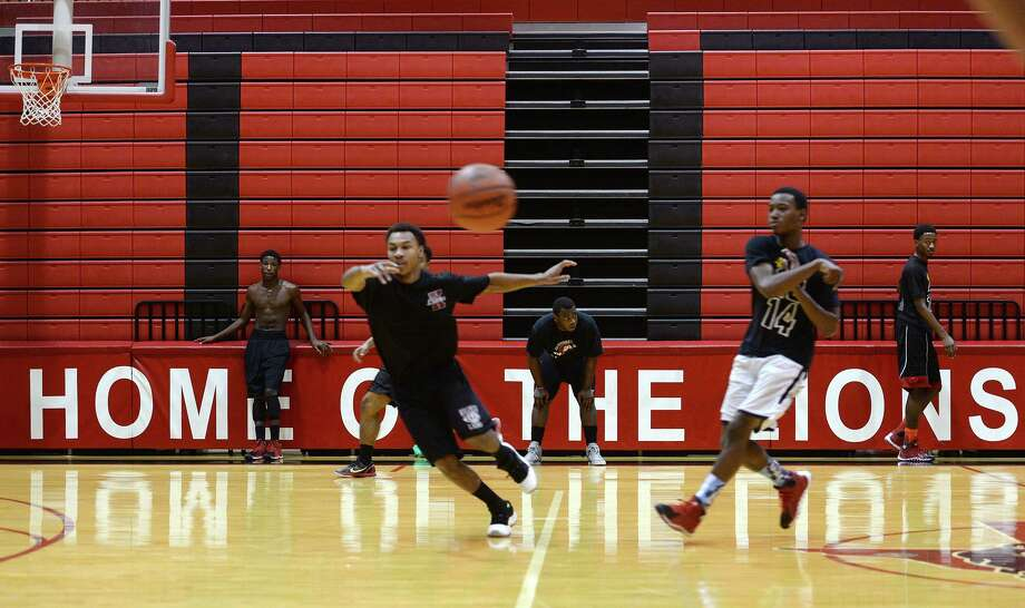 Players run through drills during practice at Kountze High School on Monday. The highly ranked Kountze High School basketball team practiced at the school gym Monday afternoon. Photo taken Jake Daniels/@JakeD_in_SETX Photo: Jake Daniels / Jake Daniels/ / ©2013 The Beaumont Enterprise/Jake Daniels