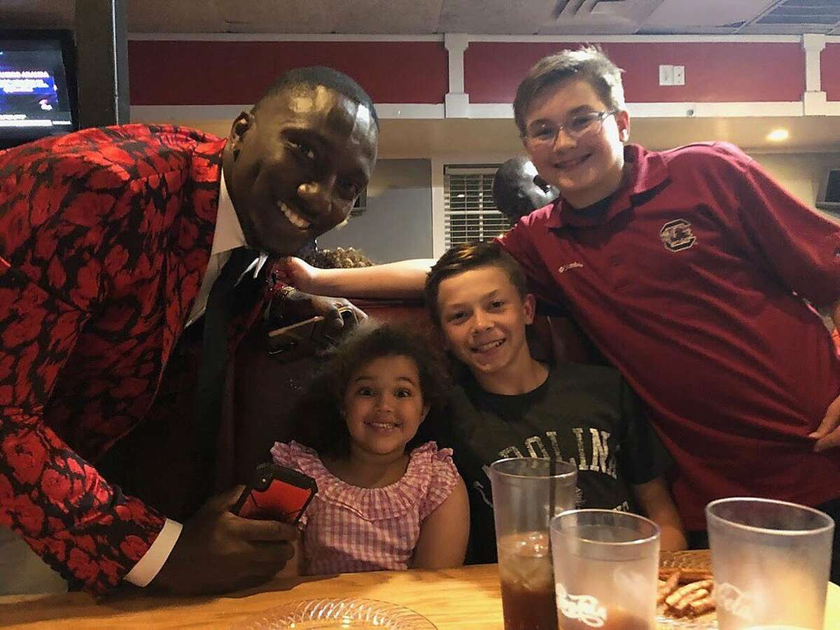 49ers receiver Deebo Samuel poses with the family of Mark Hodge, his former football coach at Chapman High School in Inman, S.C. (Courtesy, Mark Hodge)