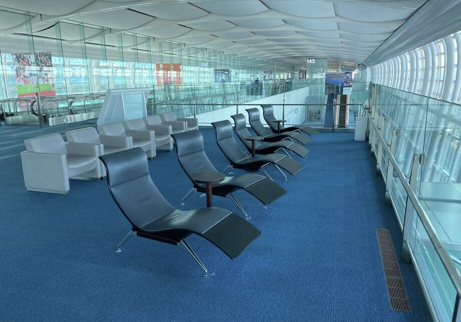 Lounge style seating at the big Tokyo Haneda Airport International Terminal (3) Photo: Chris McGinnis