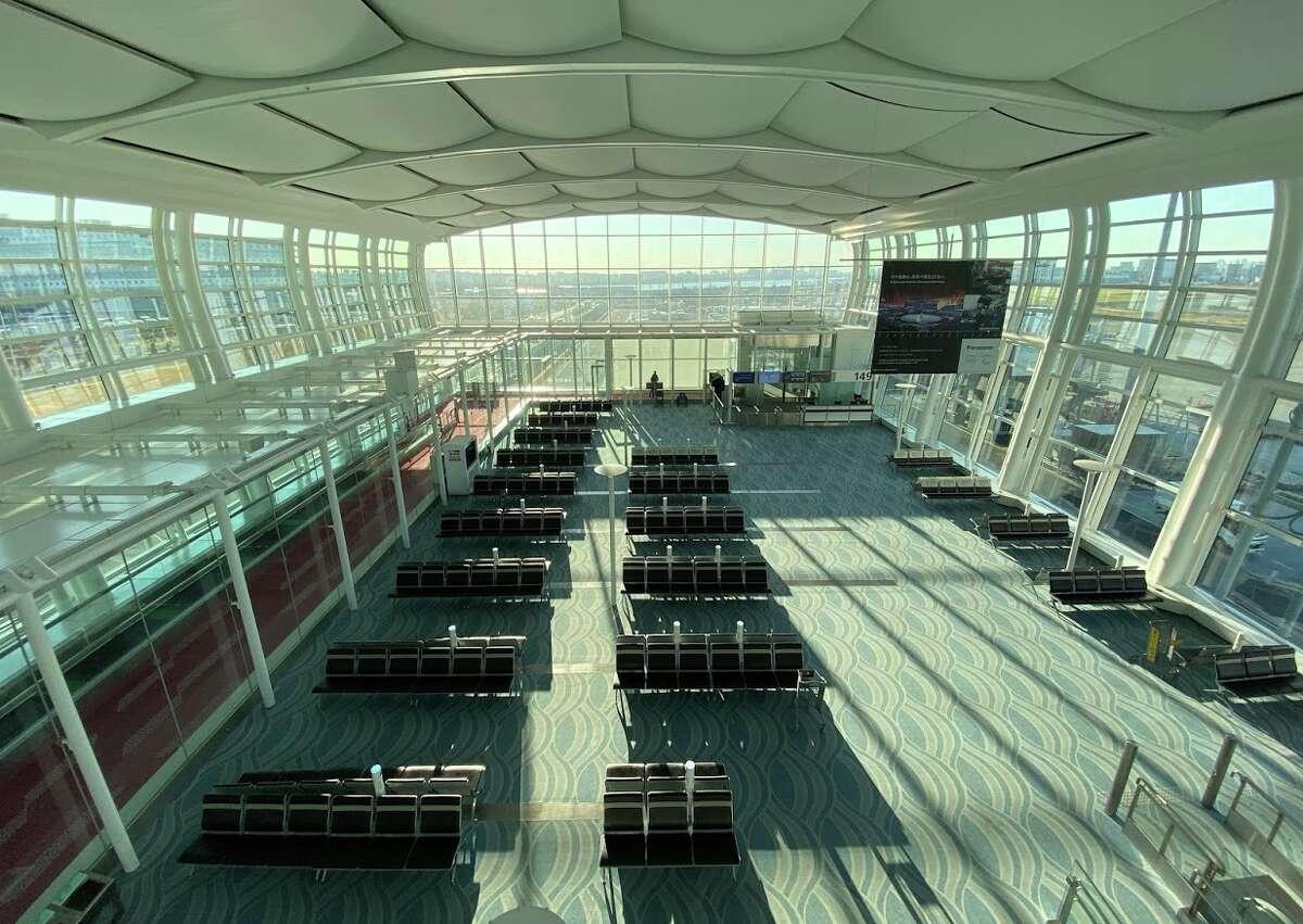 Big, bright and light new Tokyo Haneda Airport International Terminal (3)