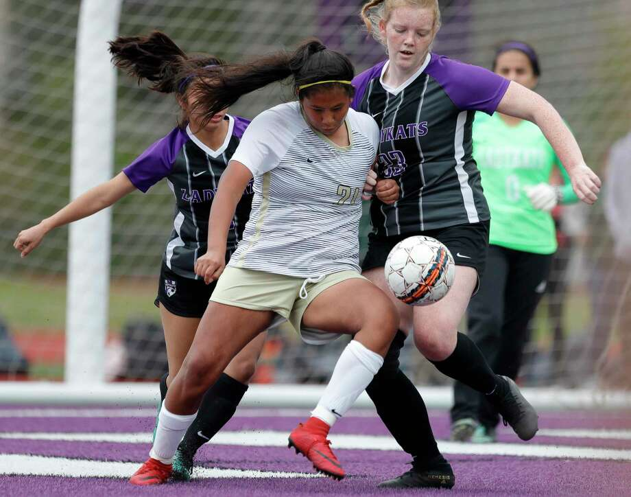 Conroe's Jackeline Adrian Rivera (21) battles Willis' Emma Holliday (23) for the ball in front of the goal in the second period of a match during the Kat Cup soccer tournament at Berton A. Yates Stadium, Friday, Jan. 10, 2020, in Willis. Photo: Jason Fochtman,  Houston Chronicle / Staff Photographer / Houston Chronicle © 2020