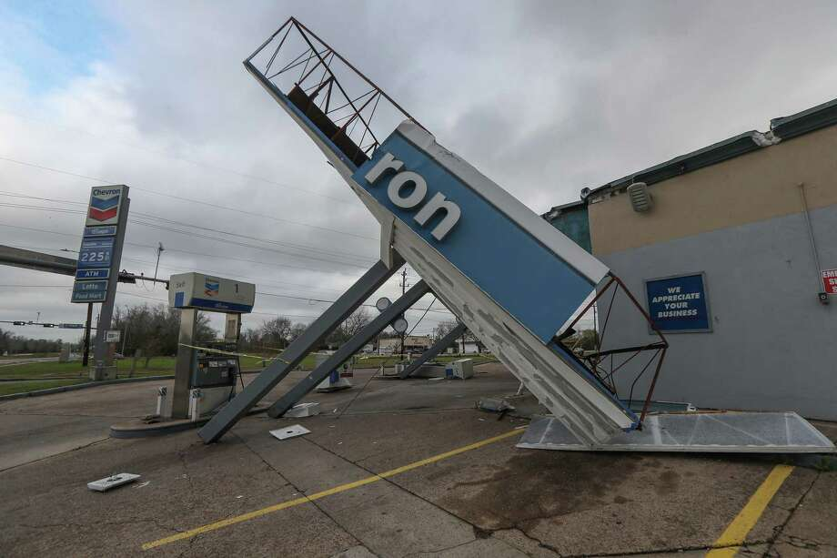 Strong winds overnight toppled the canopy covering the gas pumps of a Chevron station at 3655 W. Orem Drive Saturday, Jan. 11, 2020, in Houston. Photo: Steve Gonzales, Staff Photographer / © 2020 Houston Chronicle