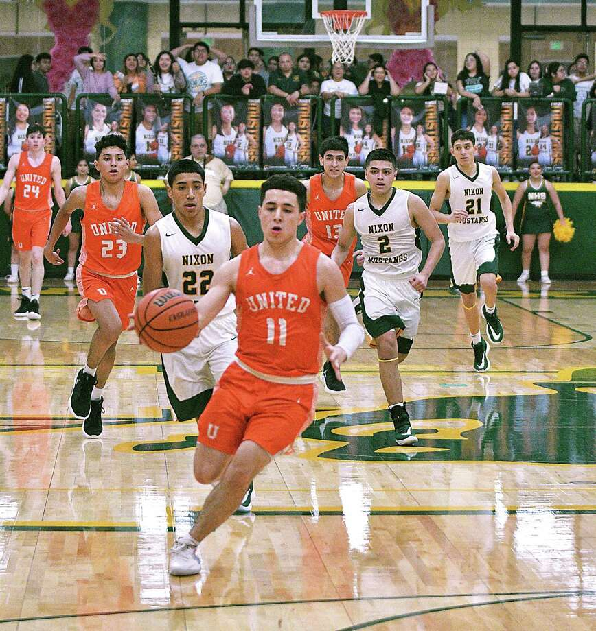 Alex Idrogo and United captured a big road victory Friday as they defeated Nixon 72-70. Photo: Cuate Santos /Laredo Morning Times / Laredo Morning Times