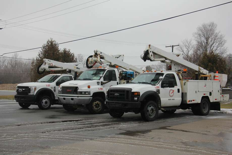 In wake of a Lakeshore Flood Warning until Jan. 12, 10: a.m. and Ice Storm Warning until Jan. 12, 7 a.m., utility companies call on Storm Services, LCC. Photo: Sara Eisinger/Huron Daily Tribune