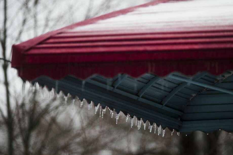 Ice covers surfaces around Midland Saturday, Jan. 11, 2020. (Katy Kildee/kkildee@mdn.net) Photo: (Katy Kildee/kkildee@mdn.net)
