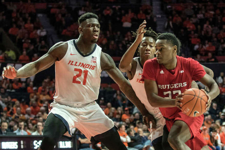 Rutgers' Montez Mathis (right) drives to the basket as Illinois' Kofi Cockburn (21) and Ayo Dosunmu defend in the second half Sunday in Champaign. Photo: Associated Press