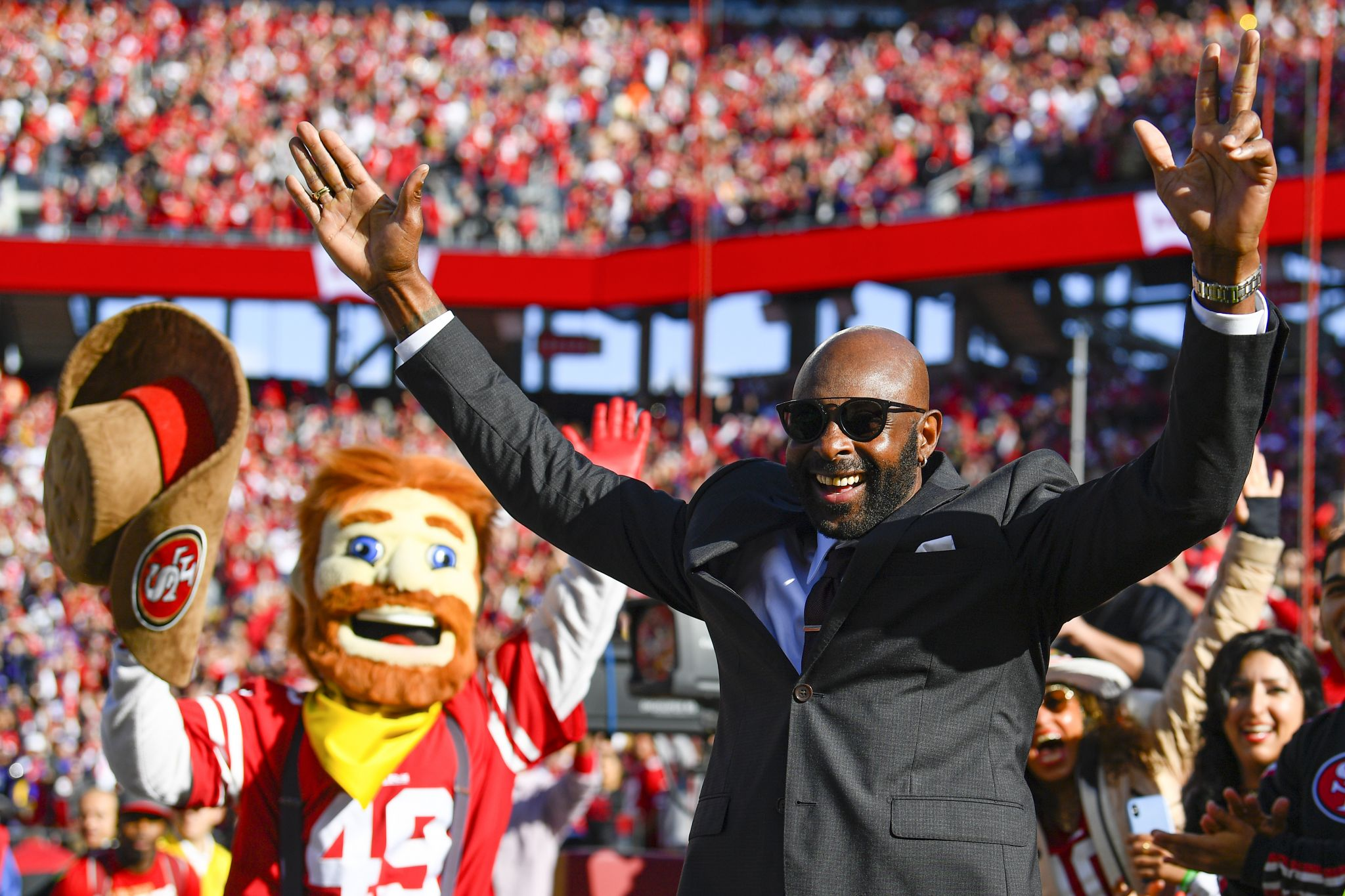 Insanely Sweaty Jerry Rice Gives Weird Motivational Speech On Insta Ahead Of 49ers Packers