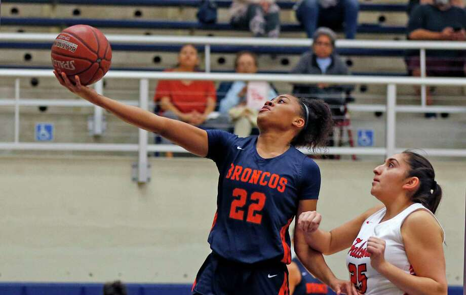 Brandeis Alexis Parker drives past Stevens Alyssa Elizondo in first half action on Saturday, January 11, 2020 at Paul Taylor Field House. Brandeis defeated Stevens 64-40. Photo: Ronald Cortes/Contributor / 2019 Ronald Cortes