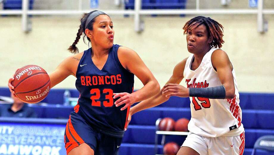 Brandeis guard Arriana Villa drives on Stevens Semaj Adams in first half action on Saturday, January 11, 2020 at Paul Taylor Field House. Brandeis defeated Stevens 64-40. Photo: Ronald Cortes/Contributor / 2019 Ronald Cortes