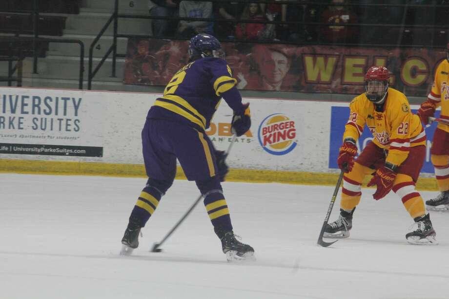 Ferris State's hockey team fall to Minneosda State 5-1 on Saturday. Photo: John Raffel